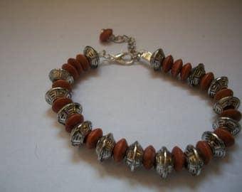 Bracelet wood beads and metal
