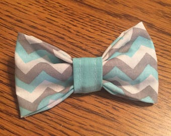 Zig zag gray, white, and blue Bow