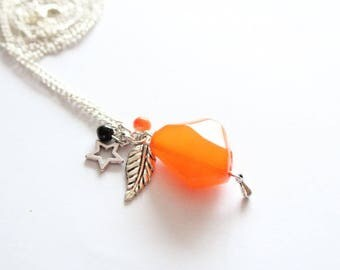 Necklace mid-length orange beads and silver metal charms