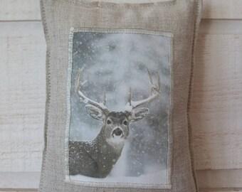 Door linen deer pillow in the snow (No. 1)