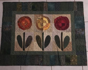 Raggy Flowers wall hanging quilt