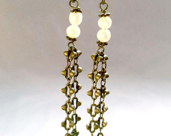 Earrings in brass with a small freshwater pearls