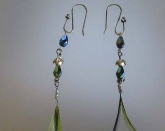 Earrings with small feathers