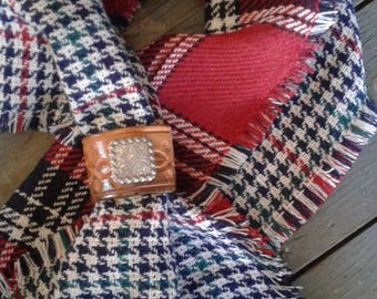 Woven houndstooth and plaid reversible scarf