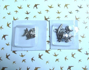 Set of 2 fish charms - silver
