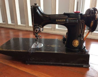 Vintage Singer Featherweight Sewing Machine 221-1 with CASE