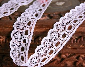 "Vintage lace trim 3 yards (108"" or 274cm) by 0.79"" (2cm)"