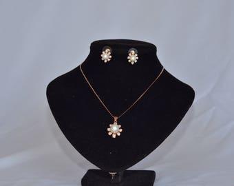 Penelope Love's Pearl Daisy Jewelry Set