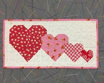quilt, pieced, wall decor, wall hanging, table runner, hearts