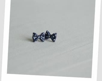 Chip bow resin Navy with white dots