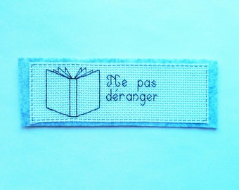 Embroidered bookmark reading does not disturb