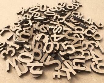 Lot de 100 lettres minuscules en bois à peindre.