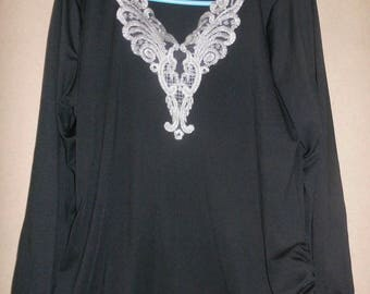 Black T-shirt with embroidered coll