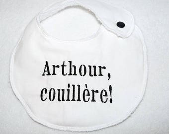 "Small ""Arthour, couillère"" embroidered bib (Kaamelott)"