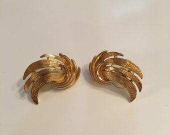 Vintage gold tone stud earrings