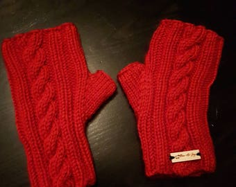 Red gloves without FINGERS