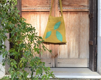 Bag with leaves