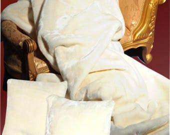 Top offer! 3 piece set, 1 bedspread 200 x 160 + 2 pillowcases 40 x 40 cream