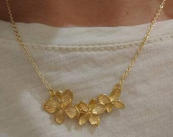 Necklace. Gold-plated poppy choker. Flower. Gold-plated chain.