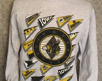 Vintage University of Iowa Hawkeyes 1980s Sweatshirt / vintage hawkeyes / hawkeyes sweatshirt / football / basketball XL
