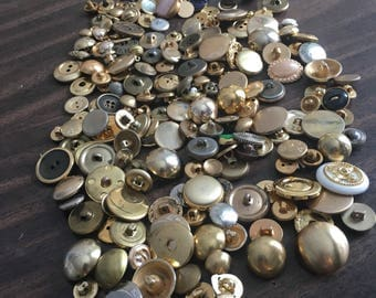 Lot more than 100 old gold buttons