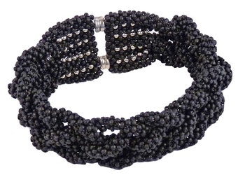 Glass bead bracelet Black, braided