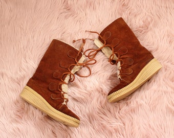 1970s suede & shearling boots . vintage lace up winter boots, womens size 8 . 70s hippie snow boots