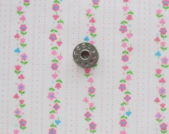 REMNANT Vintage Floral Print Fabric | Small piece of light weight cotton fabric from the 60s to use for patchwork or other small projects.