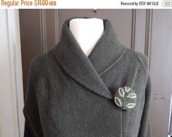 CLEARANCE - 3 Wool buttons, leaf buttons, dark green buttons