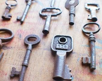 Rustic Antique Key Set - Odds and Ends / Bulk Keys // Summer SALE - Save 15% - Coupon Code SUMMER15