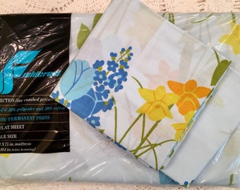Vintage Fieldcrest Full Sheet Set - Fine Combed Percale - Perfection - Percale Sheet - 1970s Bedding - Blue Green Tulips Daffodils NOS New