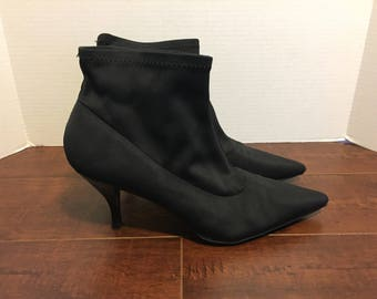Black pointed toe ankle boots   size 9