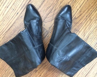 Vintage women's 1980's black leather boots. Size 8