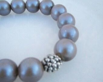 Huitre Bracelet - pearlescent taupe bead stretch bracelet