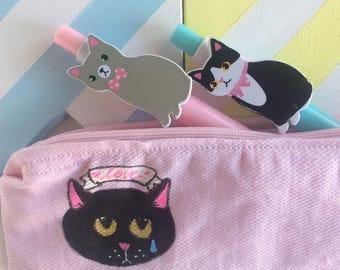 Cat Back To School - Astuccio cucito e dipinto a mano - gatto nero Love - scuola - cotone rosa e blu cuoricini  - pezzo unico  vegan