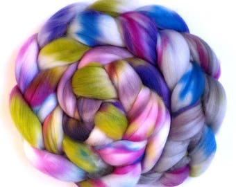 Roving Superwash Merino Superfine 18.5 Micron Hand Dyed Combed Top, Silver Vineyard, 5.1 oz.