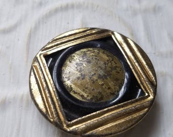 Vintage Buttons - 1 Collector molded metal, large Victorian era button, bronze metal (July 380 27)