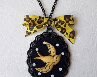 ♥ Pendant black cameo with dots and swallow yellow ♥