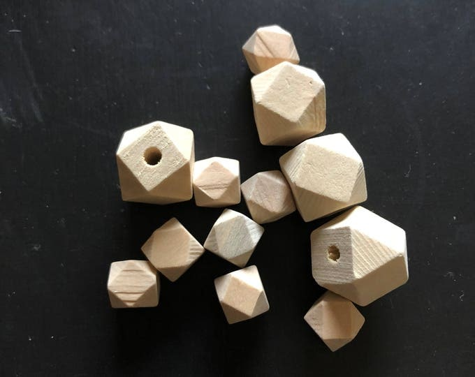 Set of 12 Wooden beads, diamonds 15 mm and 20 mm