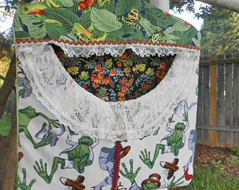 Bright LEAPING FROGS & LEAVES Cotton Clothespin Bag Fresh Air Line Drying Vintage Laces Trim Roomy Pocket Sturdy Handmade, Pinch Pegs Hanger