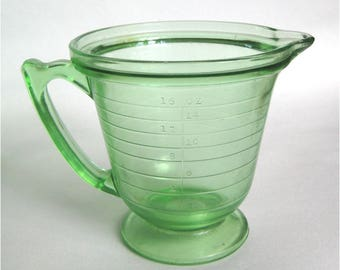 Green Depression Glass 2Cup Measuring Cup No Spill Rim 1930's Kitchen Helper