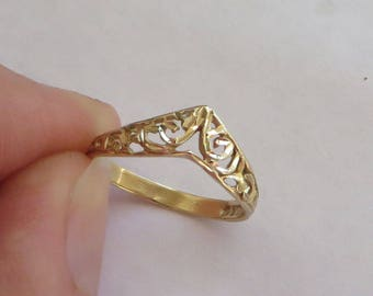 Solid 10K Y Gold Filigree Chevron Ring, size 4.75, cute vintage ring for a pinky finger, free US first class shipping