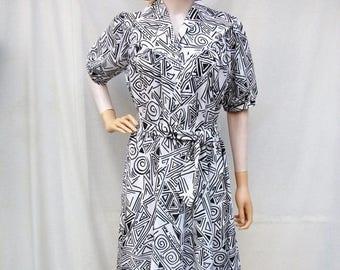 SALE 80s Black and White Geometric Dress size Medium Shirtwaist Dress
