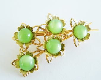 Vintage gold and green cats eye beaded flower cocktail brooch (G3)