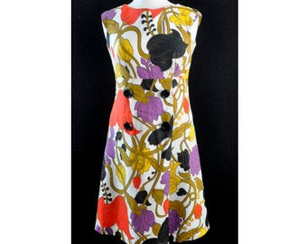 1960s Mod Purple Red Green and Black Tropical Floral A-Line Shift Sleeveless Vintage Dress
