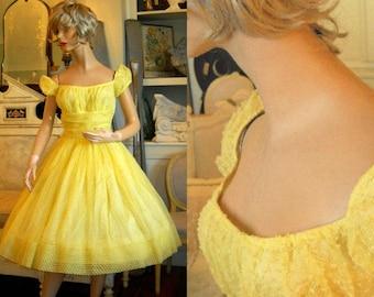 1950s Yellow Dotted Swiss Party Dress - Shelf Bust - Full Skirt XS