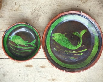 Vintage Mexican pottery Patamban Michoacan green glaze fish charger plate or bowl