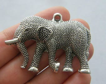 1 Elephant pendant antique silver tone A676