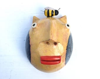 Yellow cat w/ bee small wall half head
