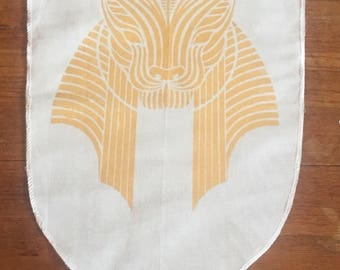 Small Sekhmet banner in gold on white